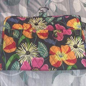 Vera Bradley Bags - Vera Bradley jazzy blooms hanging case